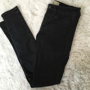 BLACK DENIM HOLLISTER JEANS